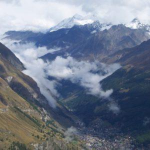 Švýcarsko, pod námi Zermatt